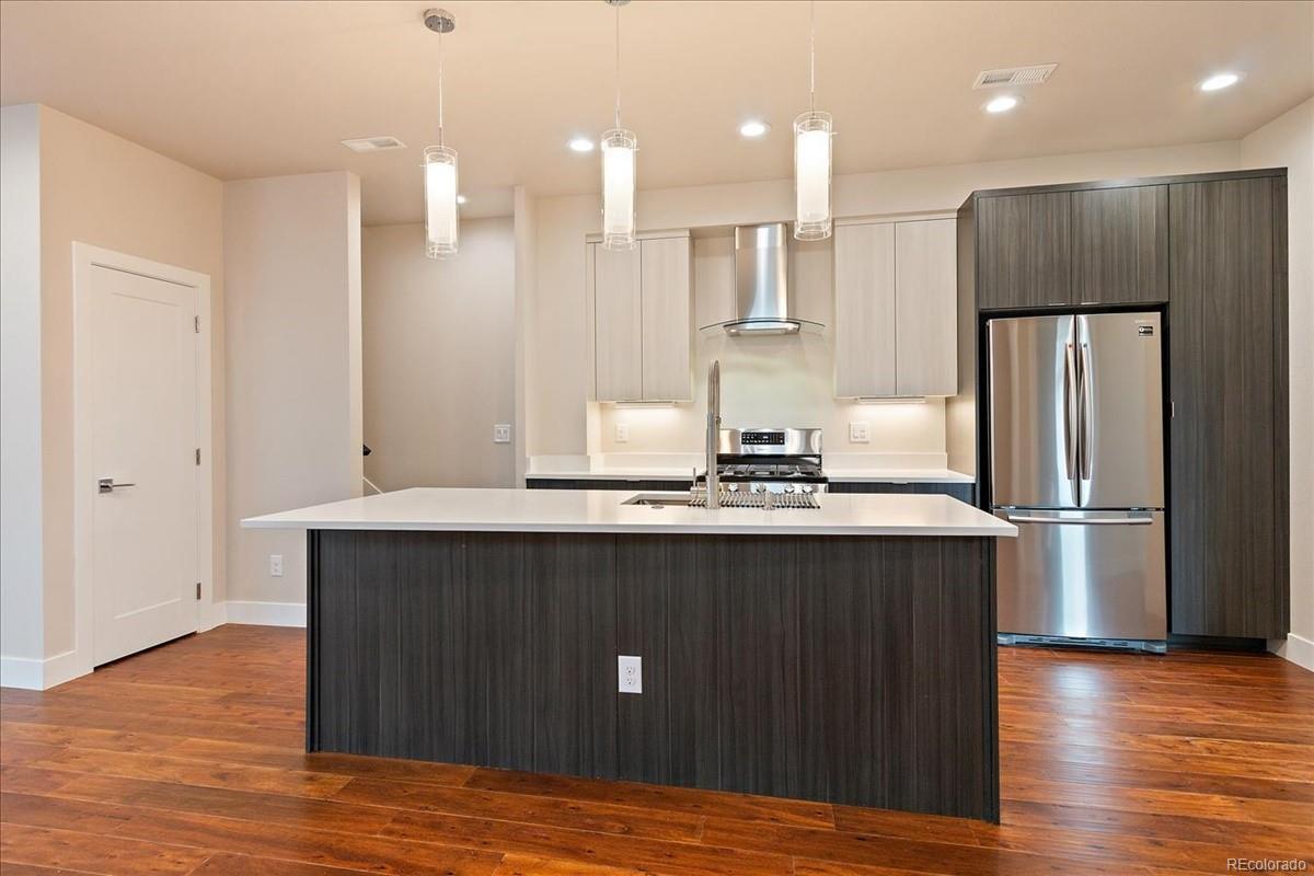 1374 Yates kitchen